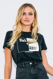 Γυναικεία κοντομάνικη μπλούζα Black or White